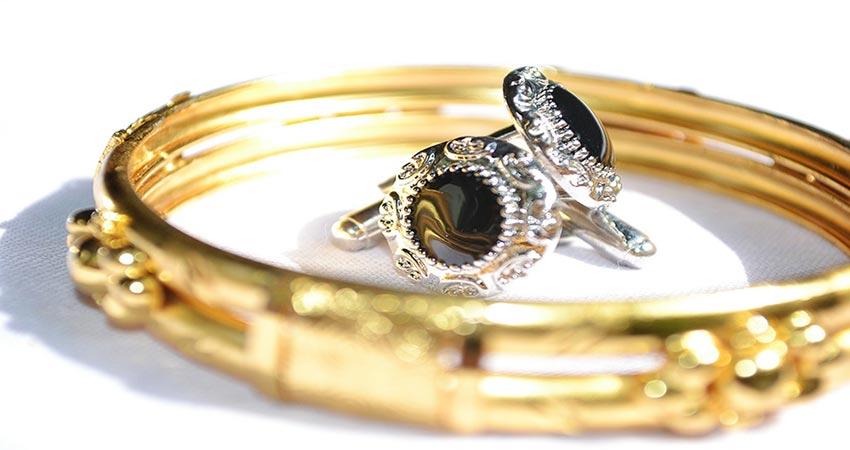 giv hende en romantisk ring i gave