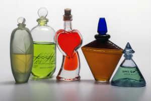 lækre parfumer er en traditionel julegaveide til hende