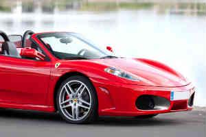 en sjov gaveide for alle mænd er en Ferrari oplevelsestur