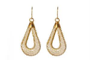 giv hende et par smukke guld øreringe til jul