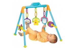 giv et sjovt aktivitetsstativ til barnet