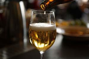 ølsmagning til fars dag vil være det lækre overraskelse til ham