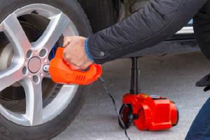 Køb den sjove gadget til dækskifte i gave