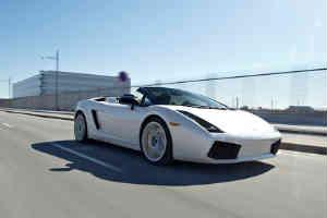 giv en fed tur i Lamborghini i julegave til manden