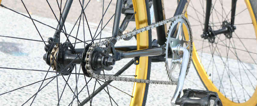 find noget udstyr til cyklen hvis han det er hans passion
