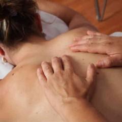 Et gavekort til massage er den perfekte gave til hende