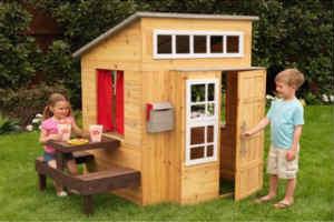 køb et godt træ legehus i gave til børn i 2 års alderen