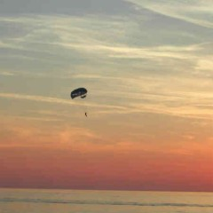 Spring faldskærm – Giv den vilde oplevelsesgave med faldskærmsspring
