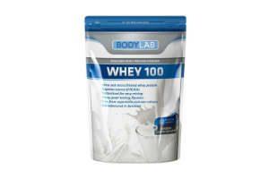giv proteinpulver til ham der træner vægte