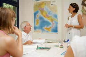 giv en sprogskole i Italien oplevelsesgave