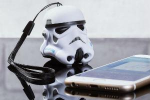 Giv den fede stormtropper trådløs højtaler i gave til teenageren
